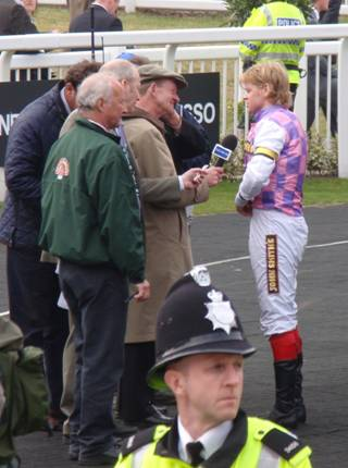 Aintree 03 Apr 09 red j.jpg